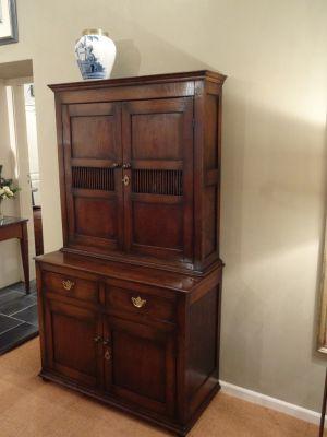 DSC01061 - Engelse eikenhouten cupboard, ca. 1780/1790