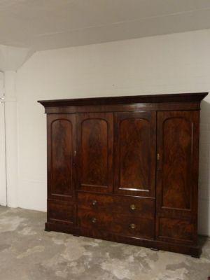 """DSC01677 - Engels mahonie """"gentleman's wardrobe"""" ca. 1840"""